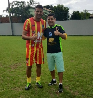 Tony Gol com o centroavante Washington.